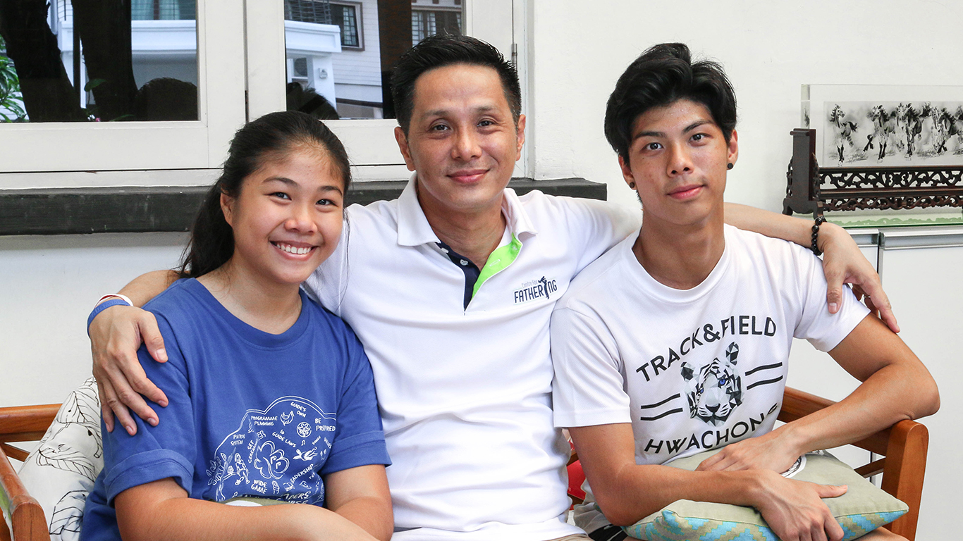 Collin Chee poses with his daughter and son